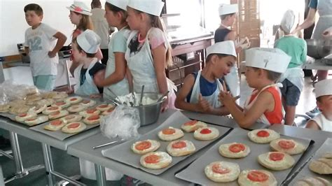 atelier cuisine pour enfants recette du burger corse paese di lava vacances
