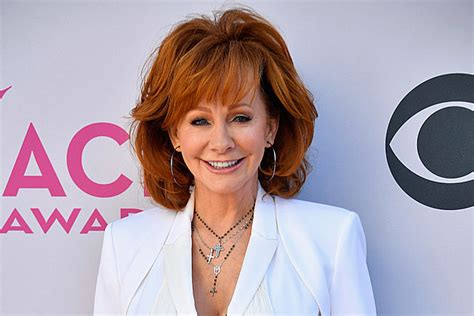reba mcentire new tv show reba mcentire shares more details about her new tv show