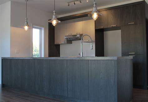 reparation armoire de cuisine armoire de cuisine mélamine grise et bois