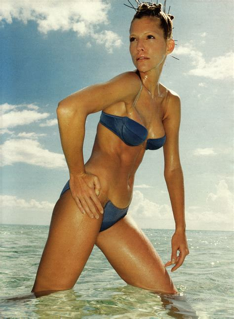 tricia helfer en maillots pour madame figaro