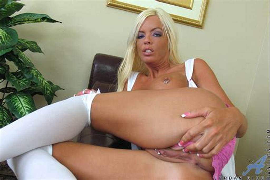 #Blonde #Cougar #Jordan #Blue #Pounds #Her #Wet #Milf #Pussy #With #A