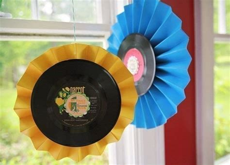 diy upcycled record medallions   decorate  vinyl
