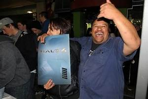 Halo 4 sets franchise sales records on opening day for Halo 4 sales record
