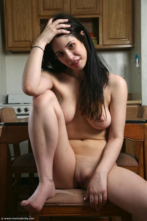 amateur curvy girls naked