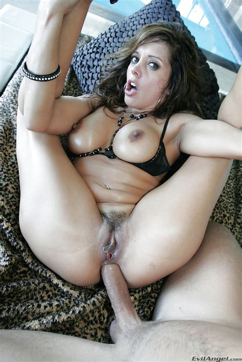 Big Busted Latina Milf Francesca Le Is Into Hardcore Ass