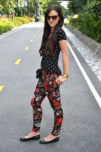 How To Wear Floral Leggings 2018 | FashionGum.com