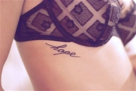 tatuagem feminina na costela 55 dicas e inspira 231 245 es