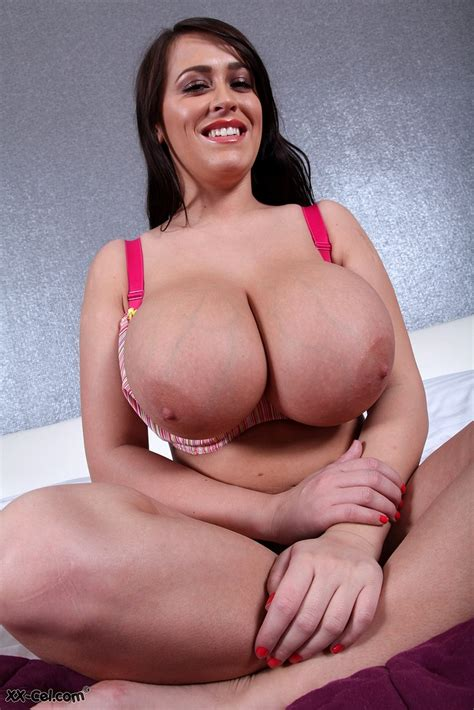 Leanne Crows Bra Cant Contain Her Huge Tits Boobgoddess