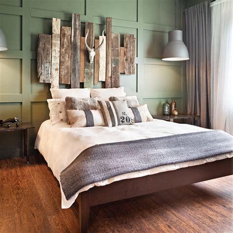 decoration tete de lit t 234 te de lit en bois de grange r 233 alisation claudie dubreuil chambres bedrooms