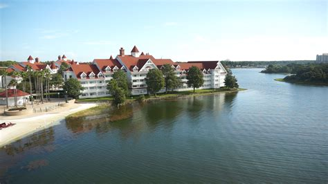 Top 5 Reasons To Stay At Disney's Grand Floridian Resort