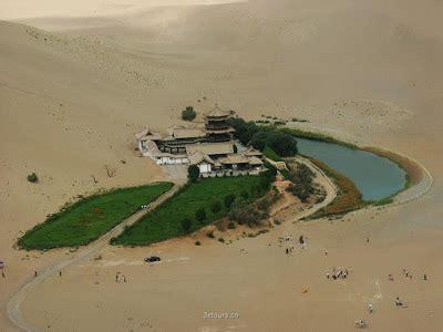el lago de la medialuna  oasis en medio del desierto de
