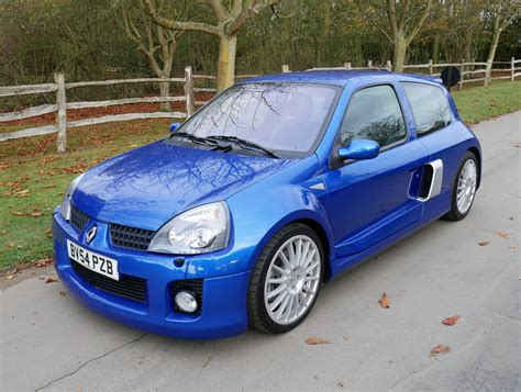 old renault clio 2004 renault clio renaultsport v6 phase 2 255 classic