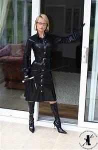 femme en robe de cuir noir bottes de cuir noir cheveux With robe cuir femme