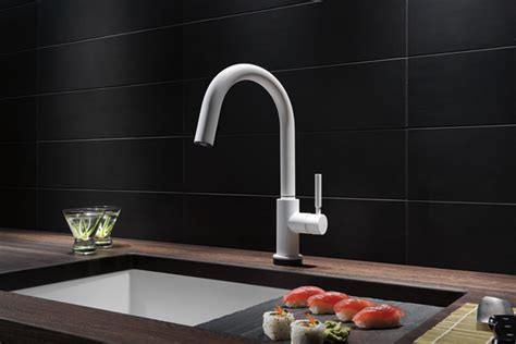 Solna Single Handle Single Hole Pull-down Kitchen