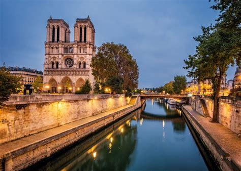 pariss islands   seine  notre dame cathedral