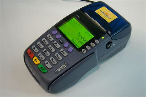 Compatible with dcc and any currency, we're currently powering 944 industry integrations and can provide service across a card scheme's entire coverage area. Verifone Credit Card Machine 22-26VDC 1.5A M197-550-14-US1 OMNI 3750   eBay
