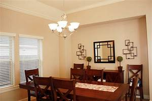 Modern dining room lighting for an attractive house