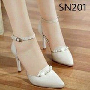 jual sepatu wanita heels warna putih tulang terbaru sepatu heels sepatu high heels