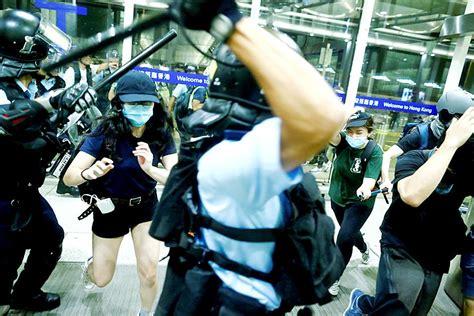 Hong Kongers seeking UK passports hit record - Taipei Times