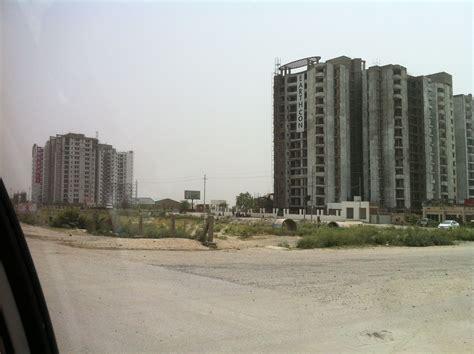 Noida - Greater Noida Expressway in Noida, Uttar Pradesh | Greater noida, Noida, Skyscraper