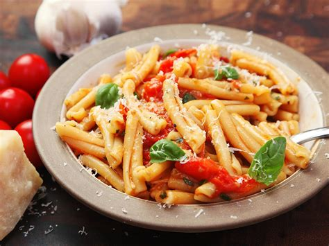 fast and easy pasta with blistered cherry tomato sauce