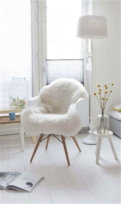 chaise fourrure the 25 best white chairs ideas on white wood