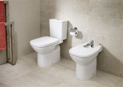 vitreous china close coupled wc  horizontal outlet