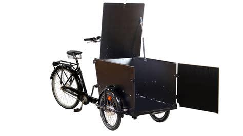 tricycle pour le transport de fauteuil roulant