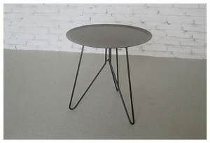 Table D Appoint Jardin : petite table d 39 appoint en m tal gris en bout de canap pour poser son verre de jus de fruits ~ Teatrodelosmanantiales.com Idées de Décoration