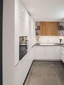 Küche Eiche Weiß : leicht k che hochglanz wei lack mit akzenten in eiche furnier und keramikarbeitsplatte ~ Orissabook.com Haus und Dekorationen
