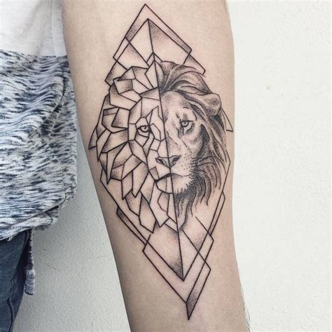 tatouage lion bras