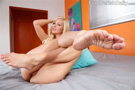 Lesbian Aaliyah Love Gets Her Pussy And Feet Licked 1 Of 2