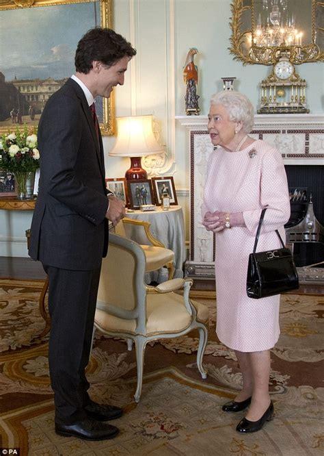 queen meets justin trudeau  warms   room