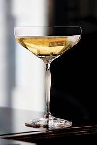 Coupe à Champagne : lalique 100 points champagne coupe by james suckling single ~ Teatrodelosmanantiales.com Idées de Décoration
