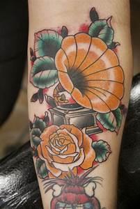 gramophone tattoo | Filler tattoo | Pinterest | Gramophone ...