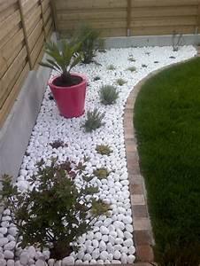 decoration avec galets dans un jardin With superior allee de jardin en galet 12 jardin moderne avec du gravier decoratif galets et plantes