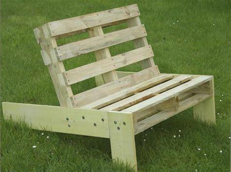 siege en palette fauteuil de jardin en palette esprit cabane idees