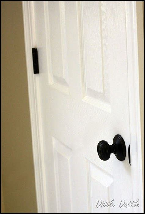 Door Knobs On White Doors by Painting Those Tacky Gold Hinges My Mil Just Used The