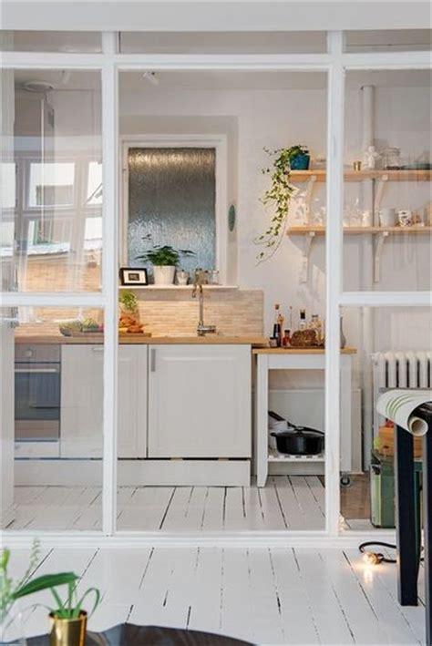 cuisine ouverte verriere une cuisine ouverte avec une verrière de séparation