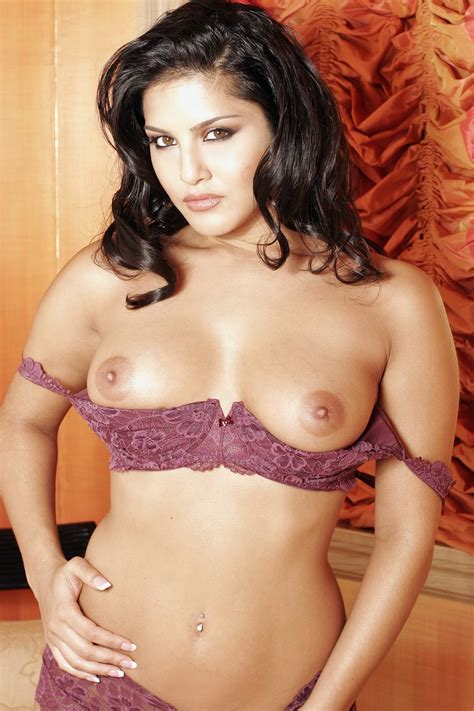 Pornstar Sunny Leone Gets Nude For Our Gallery Wooop