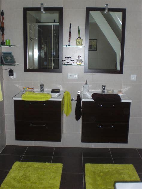 d 233 co salle de bain vert et marron