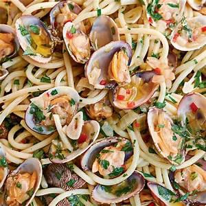 Spaghetti Alle Vongole Bianco - The Happy Foodie