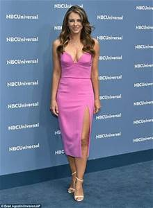 50 Year Old Elizabeth Hurley Flashes N!pples At NBC ...
