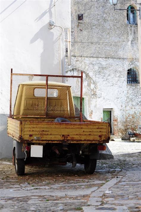 auto mit drei rädern altes auto mit drei r 228 dern stockfoto bild dock