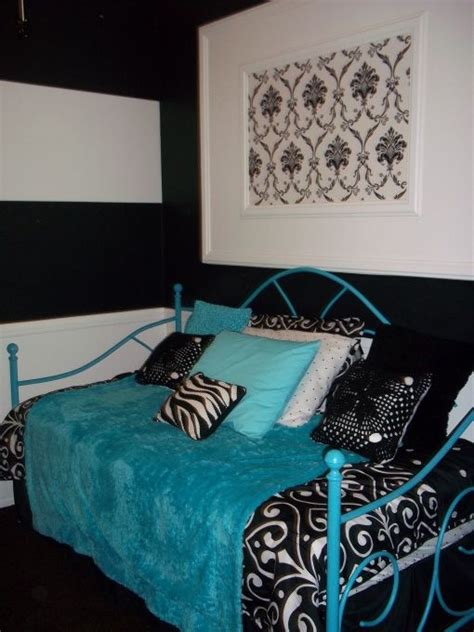 Permalink to Black And White Bedrooms With A Splash Of Color