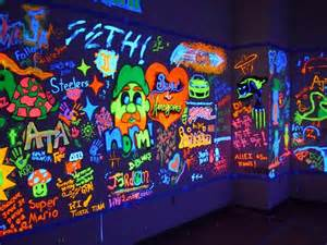 bedrooms ideas black light graffiti glow room