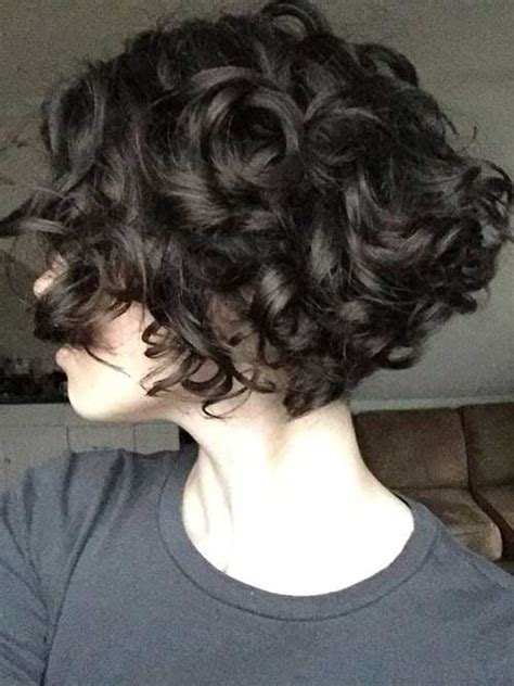 style for curly hair 25 lively haircuts for curly hair wavy curly