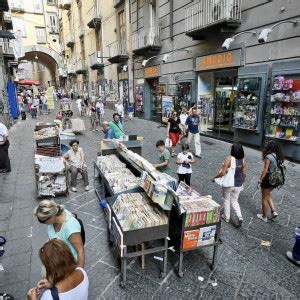 librerie piazza dante napoli la cultura in saldo svendita dei libri da guida a
