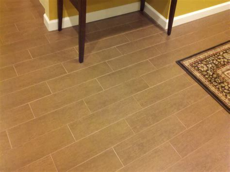 tile or wood floors in kitchen ceramic tile that looks like hardwood home design ideas 9469