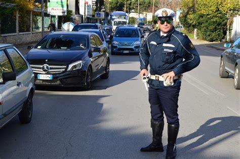 si鑒e auto 0 1 incidenti motociclista si schianta contro un 39 auto 1 di 1 bari repubblica it
